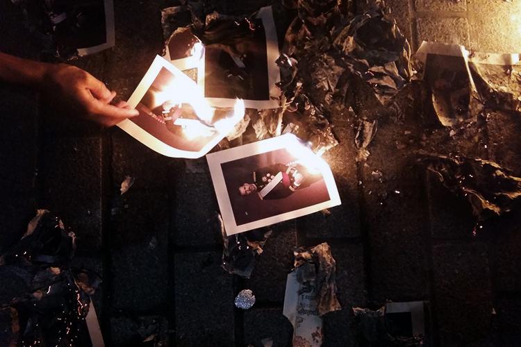 I Mossos detengono tre indipendentisti investigati per aver bruciato foto del re Felipe VI – Barnâ