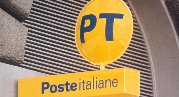 Roma, «adesso ti faccio vedere io il documento»: immigrato entra nell'ufficio postale e mostra i genitali